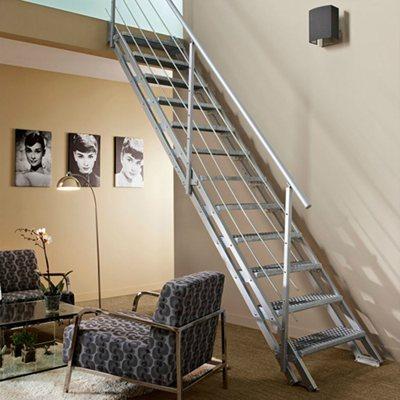 Escada reta vario a o 12 degraus leroy merlin for Apliques para escaleras de comunidad